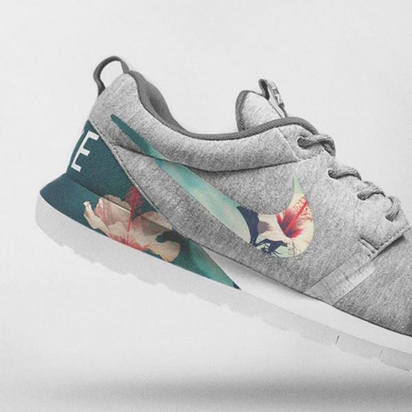 Imagem de Nike Floral Roshe Customized Running Shoes